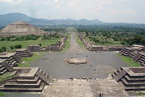 Teotihuacán. Overlooking the avenue of the dead and the Sun pyramid from atop the Moon pyramid